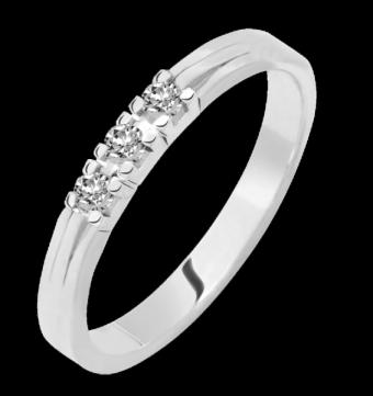 Drie briljant geslepen diamanten gezet in deze prachtige alliance verlovingsring